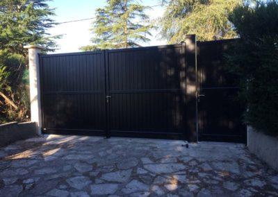 Portail noir moderne